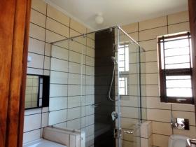 ea_Bathroom_804809570
